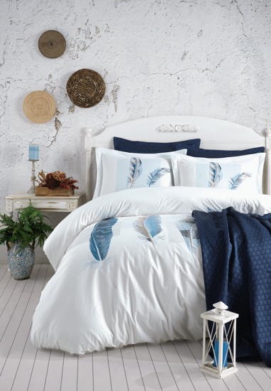 Lauren Coverlet And Linens Set